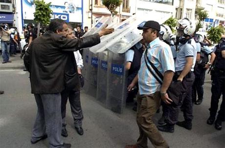 Şişli karıştı, Polisten vekillere biber gazı! galerisi resim 36