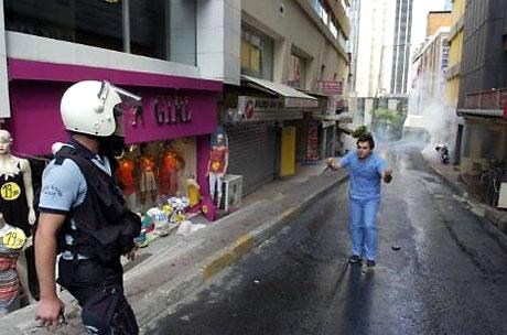 Şişli karıştı, Polisten vekillere biber gazı! galerisi resim 38