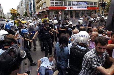 Şişli karıştı, Polisten vekillere biber gazı! galerisi resim 39