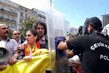 Şişli karıştı, Polisten vekillere biber gazı! galerisi resim 7
