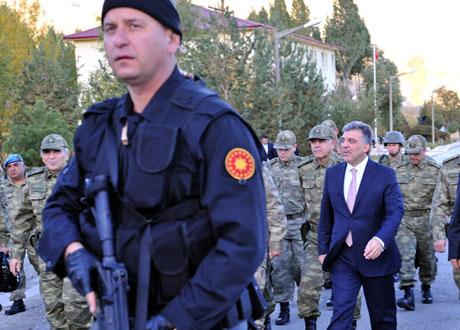 Cumhurbaşkanı Gül kamuflaj giydi galerisi resim 6