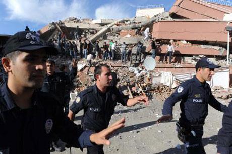 Van'da şiddetli deprem galerisi resim 11