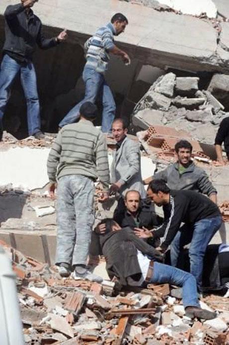 Van'da şiddetli deprem galerisi resim 12