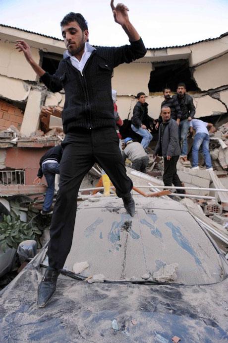 Van'da şiddetli deprem galerisi resim 29