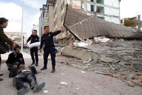Van'da şiddetli deprem galerisi resim 3