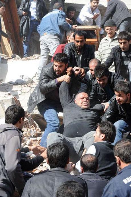 Van'da şiddetli deprem galerisi resim 36