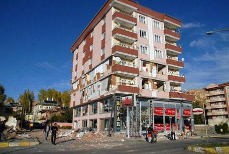 Van'da şiddetli deprem galerisi resim 42