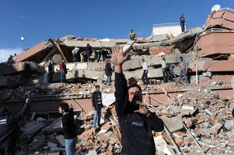 Van'da şiddetli deprem galerisi resim 58