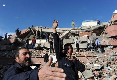 Van'da şiddetli deprem galerisi resim 59