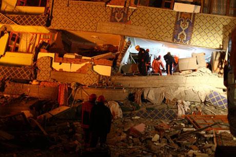 Van'da şiddetli deprem galerisi resim 80