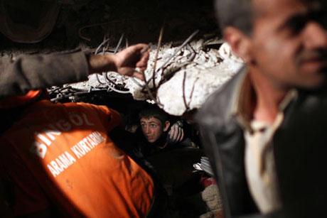 Van'da şiddetli deprem galerisi resim 82