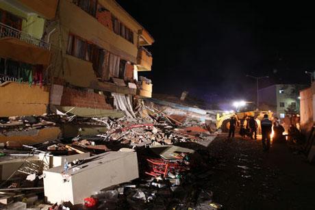 Van'da şiddetli deprem galerisi resim 87
