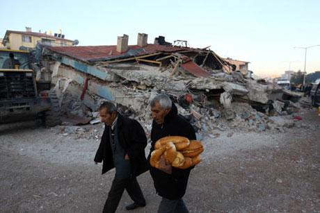 Van'da şiddetli deprem galerisi resim 95