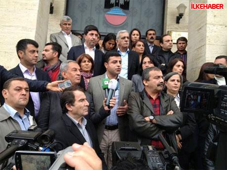 Diyarbakır'da BDP'li vekiller valiliği bastı! galerisi resim 2