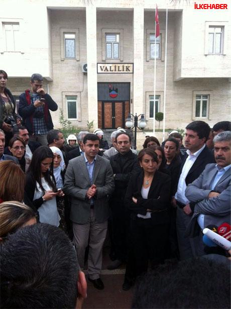 Diyarbakır'da BDP'li vekiller valiliği bastı! galerisi resim 3