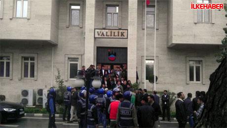 Diyarbakır'da BDP'li vekiller valiliği bastı! galerisi resim 7