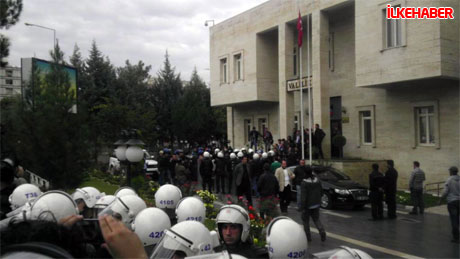 Diyarbakır'da BDP'li vekiller valiliği bastı! galerisi resim 8
