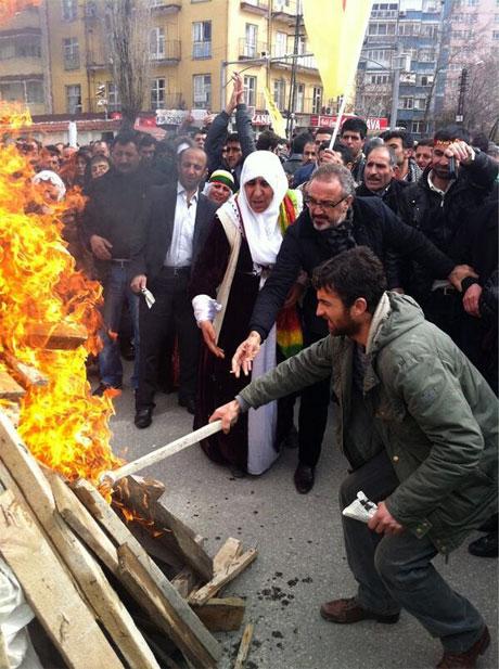 Tarihi 2013 Newroz'undan kareler galerisi resim 34