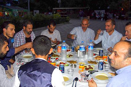 Nûbihar'ın iftar yemeğine büyük ilgi galerisi resim 22