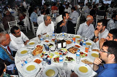 Nûbihar'ın iftar yemeğine büyük ilgi galerisi resim 28