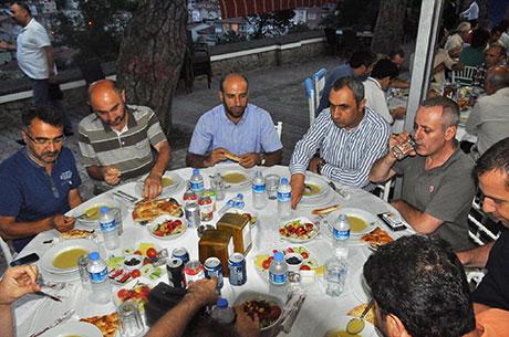 Nûbihar'ın iftar yemeğine büyük ilgi galerisi resim 4