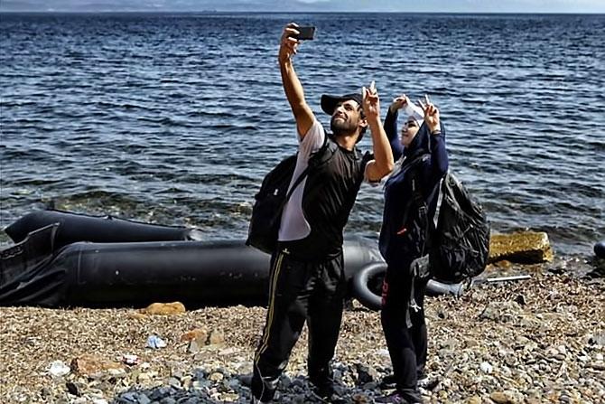 Fotoğraflarla hedefe ulaşan sığınmacıların sevinci galerisi resim 11