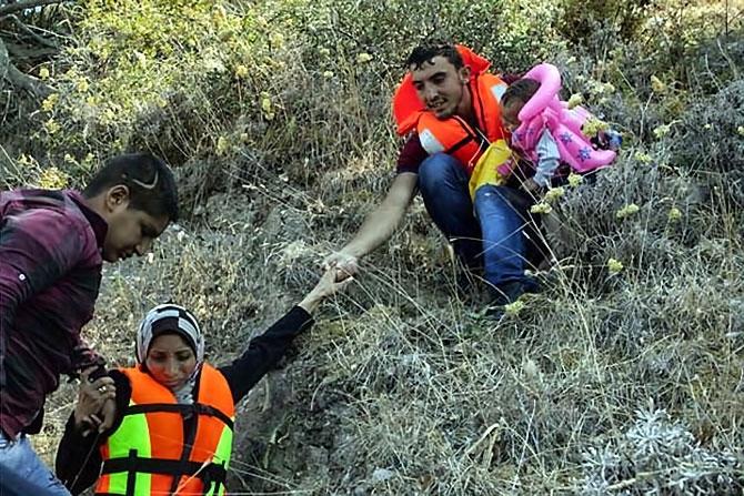 Fotoğraflarla hedefe ulaşan sığınmacıların sevinci galerisi resim 12