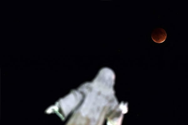 Reuters objektifinden 'Süper Ay' manzaraları galerisi resim 6