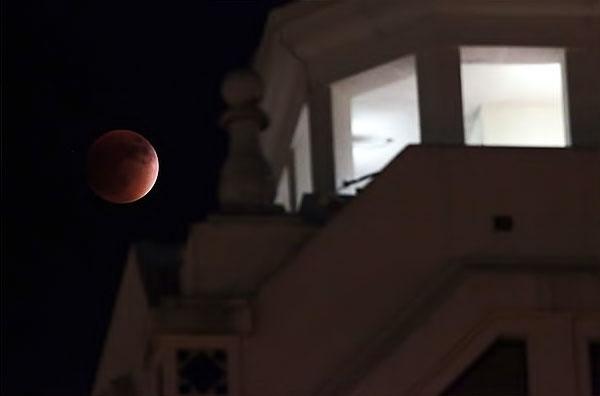 Reuters objektifinden 'Süper Ay' manzaraları galerisi resim 8