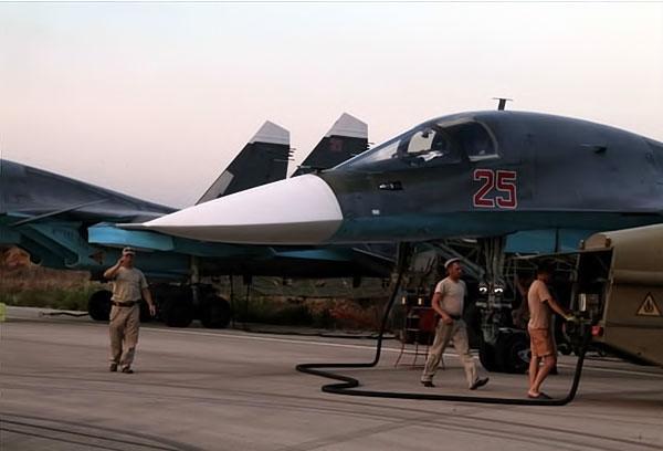 Rus jetlerinin IŞİD'i vurduğu üsten ilk görüntüler galerisi resim 10
