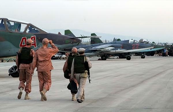 Rus jetlerinin IŞİD'i vurduğu üsten ilk görüntüler galerisi resim 2