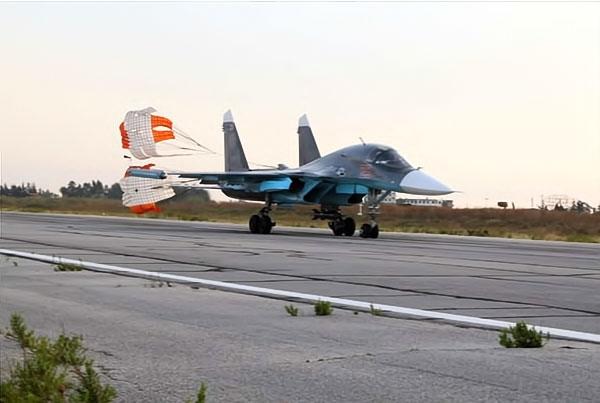 Rus jetlerinin IŞİD'i vurduğu üsten ilk görüntüler galerisi resim 3