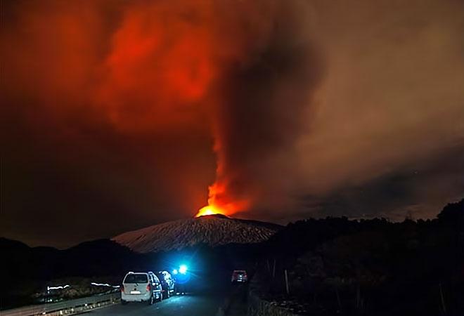 Sessizliğini bozan Etna'dan eşsiz görüntüler galerisi resim 1