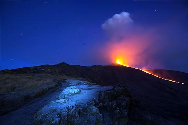 Sessizliğini bozan Etna'dan eşsiz görüntüler galerisi resim 2