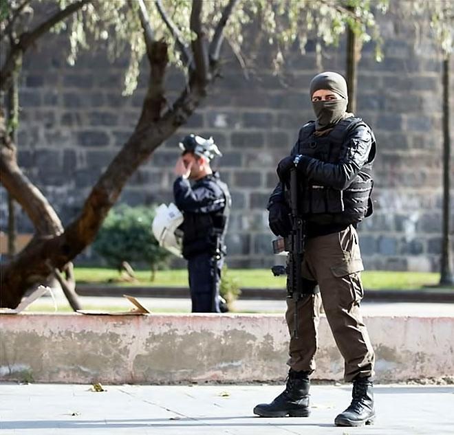Diyarbakır'da 'Sur' protestosunda olaylar çıktı galerisi resim 1
