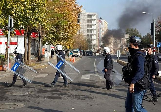 Diyarbakır'da 'Sur' protestosunda olaylar çıktı galerisi resim 2