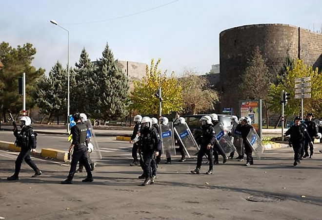 Diyarbakır'da 'Sur' protestosunda olaylar çıktı galerisi resim 21