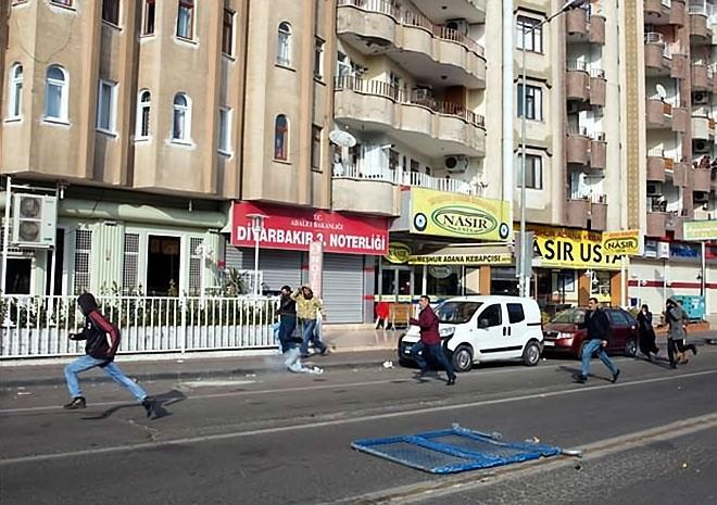 Diyarbakır'da 'Sur' protestosunda olaylar çıktı galerisi resim 39
