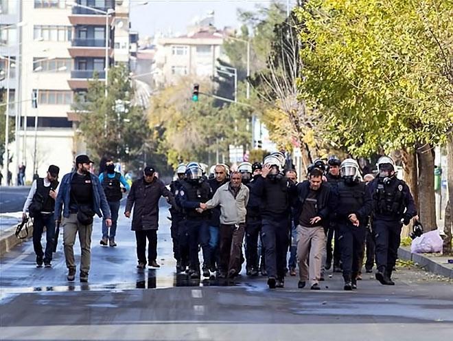 Diyarbakır'da 'Sur' protestosunda olaylar çıktı galerisi resim 47