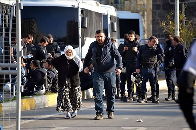 Diyarbakır'da 'Sur' protestosunda olaylar çıktı galerisi resim 49