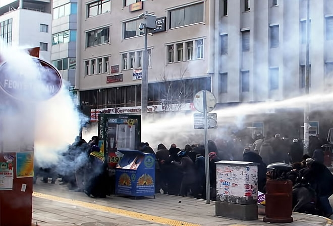 Van'daki protestolara polis müdahalesi galerisi resim 12