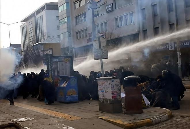 Van'daki protestolara polis müdahalesi galerisi resim 13