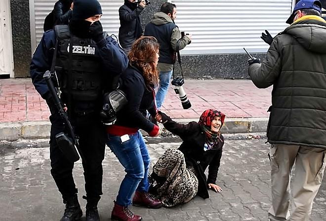 Van'daki protestolara polis müdahalesi galerisi resim 19