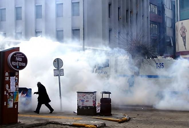 Van'daki protestolara polis müdahalesi galerisi resim 3