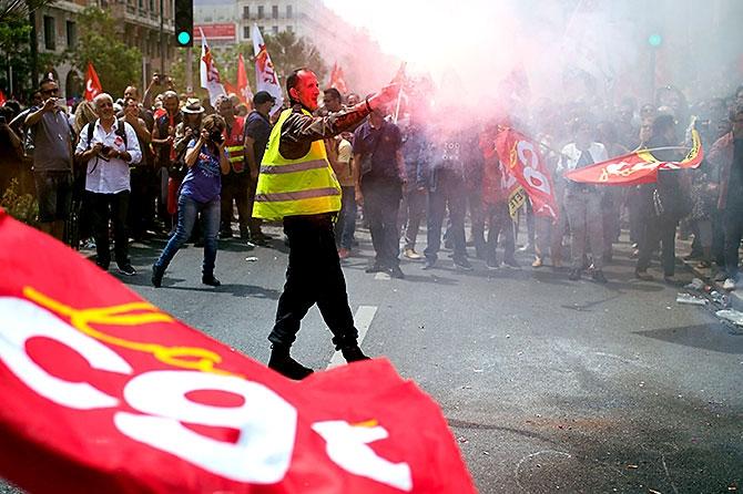 Fransa'da işçiler ayakta galerisi resim 1