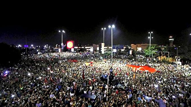Türkiye'yi sarsan geceden fotoğraflar galerisi resim 10