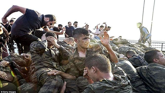 Türkiye'yi sarsan geceden fotoğraflar galerisi resim 100