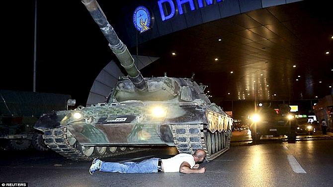 Türkiye'yi sarsan geceden fotoğraflar galerisi resim 101