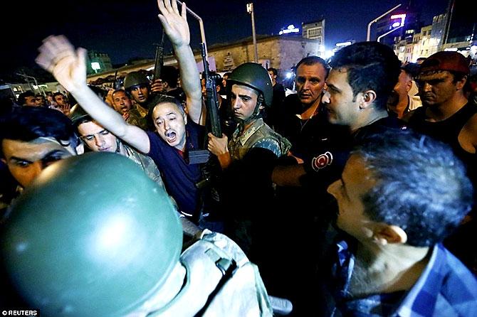 Türkiye'yi sarsan geceden fotoğraflar galerisi resim 102