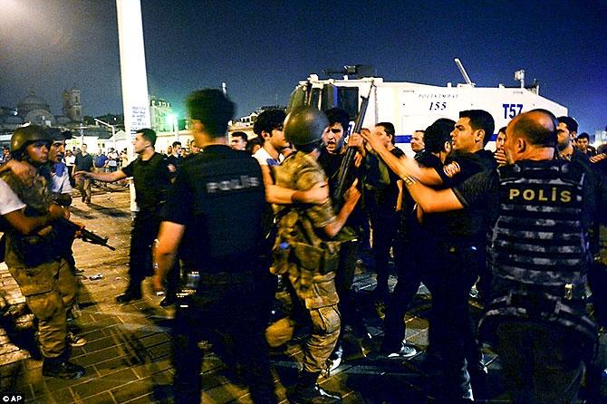Türkiye'yi sarsan geceden fotoğraflar galerisi resim 106